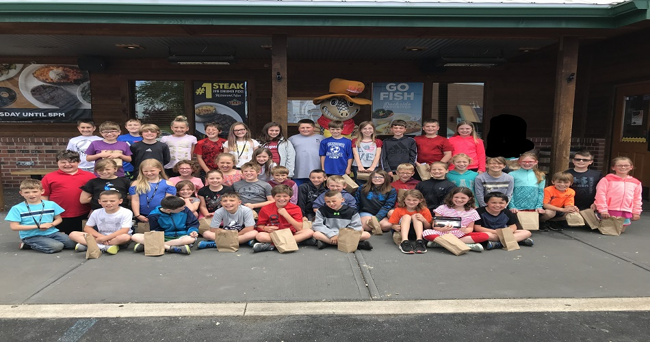 Mrs. Varner & Mrs. McEvoy's classes visiting Adopt-A-Class partner Texas Roadhouse