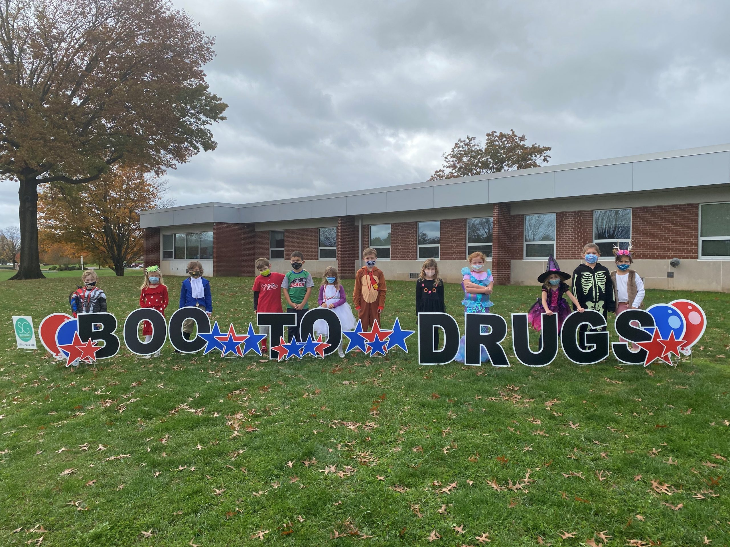 """Selinsgrove Elementary students saying """"Boo to Drugs"""" during Red Ribbon Week"""