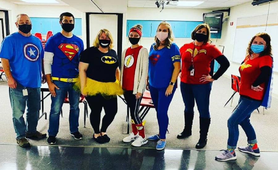 4th Grade Teachers Show Their Spirit on Spirit Day