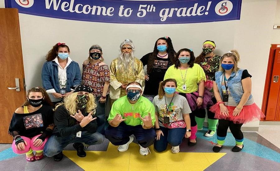 5th Grade Teachers Show Their Spirit on Spirit Day